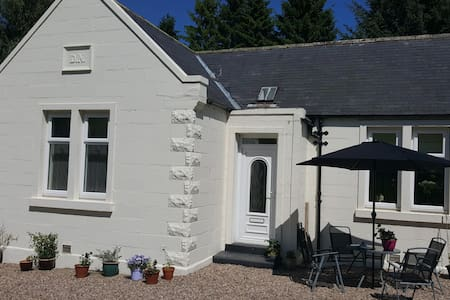 Cosy Highland cottage with woodburning stove.
