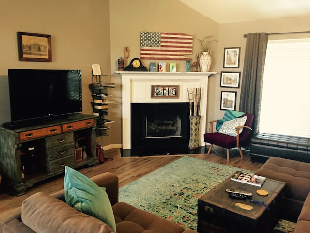 Stylish House Close to Campus - Fayetteville - House