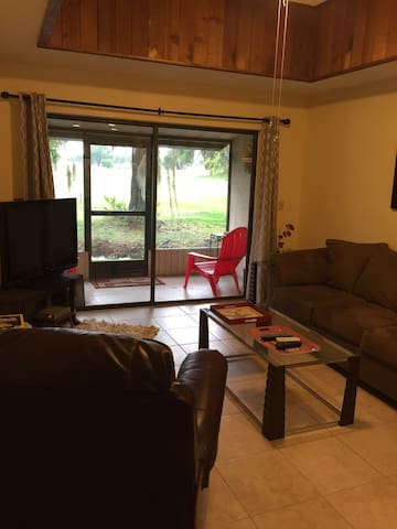 Charming 2/1 Condo on Golf Course - Mulberry - Apto. en complejo residencial
