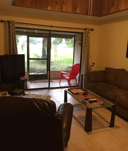 Charming 2/1 Condo on Golf Course - Mulberry - Kondominium