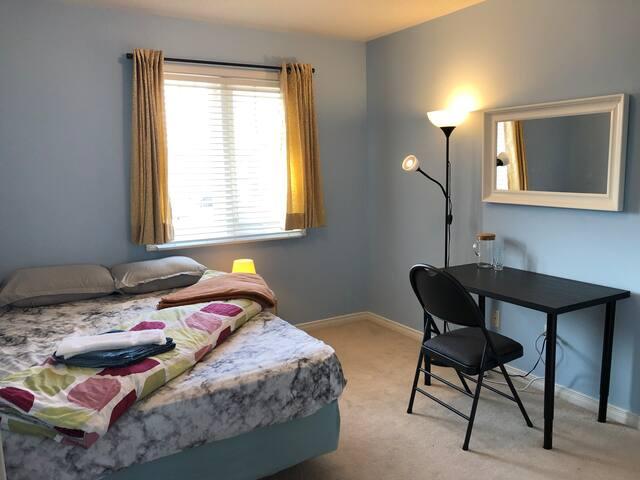 Private Guest Bedroom - Convenient Location