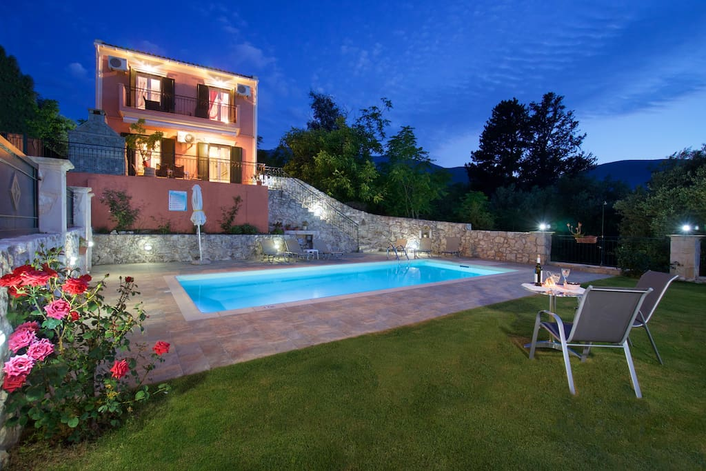 SUPERB VILLA WITH GORGEOUS PRIVATE POOL AND GARDEN WITH GRASS