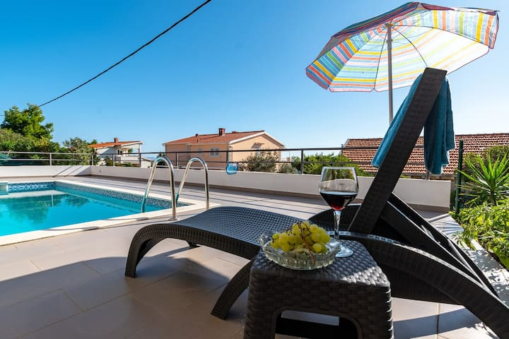 ctko196/ Beautiful villa with private pool in Korčula - Potirna, just few steps from the sea, 6+2 persons, 3 bedrooms