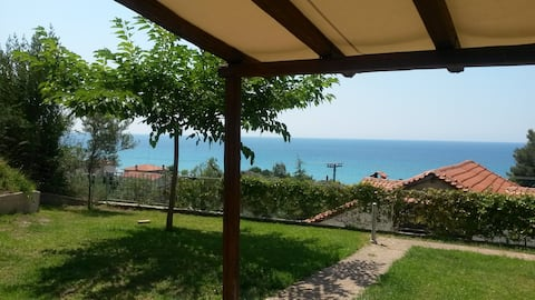 Apartment with garden and sea view!