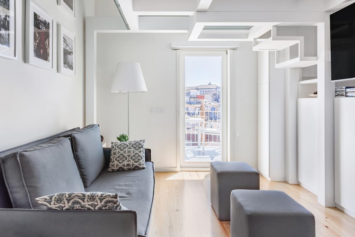 Timeless City Views from an Ultramodern Loft