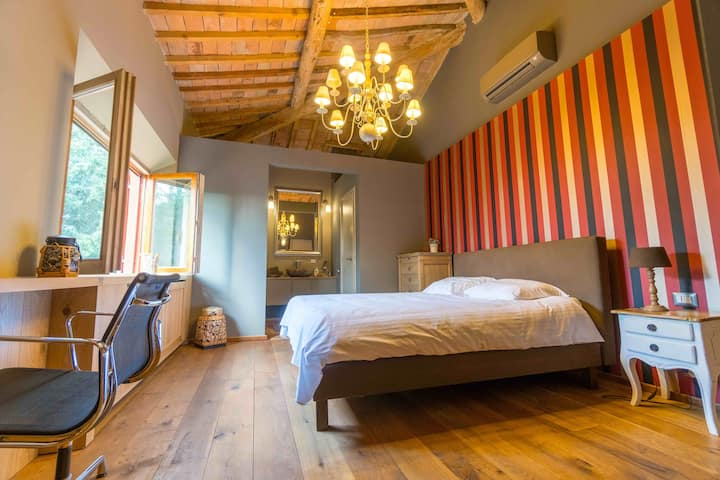 Beautiful room in the Tuscan mountains