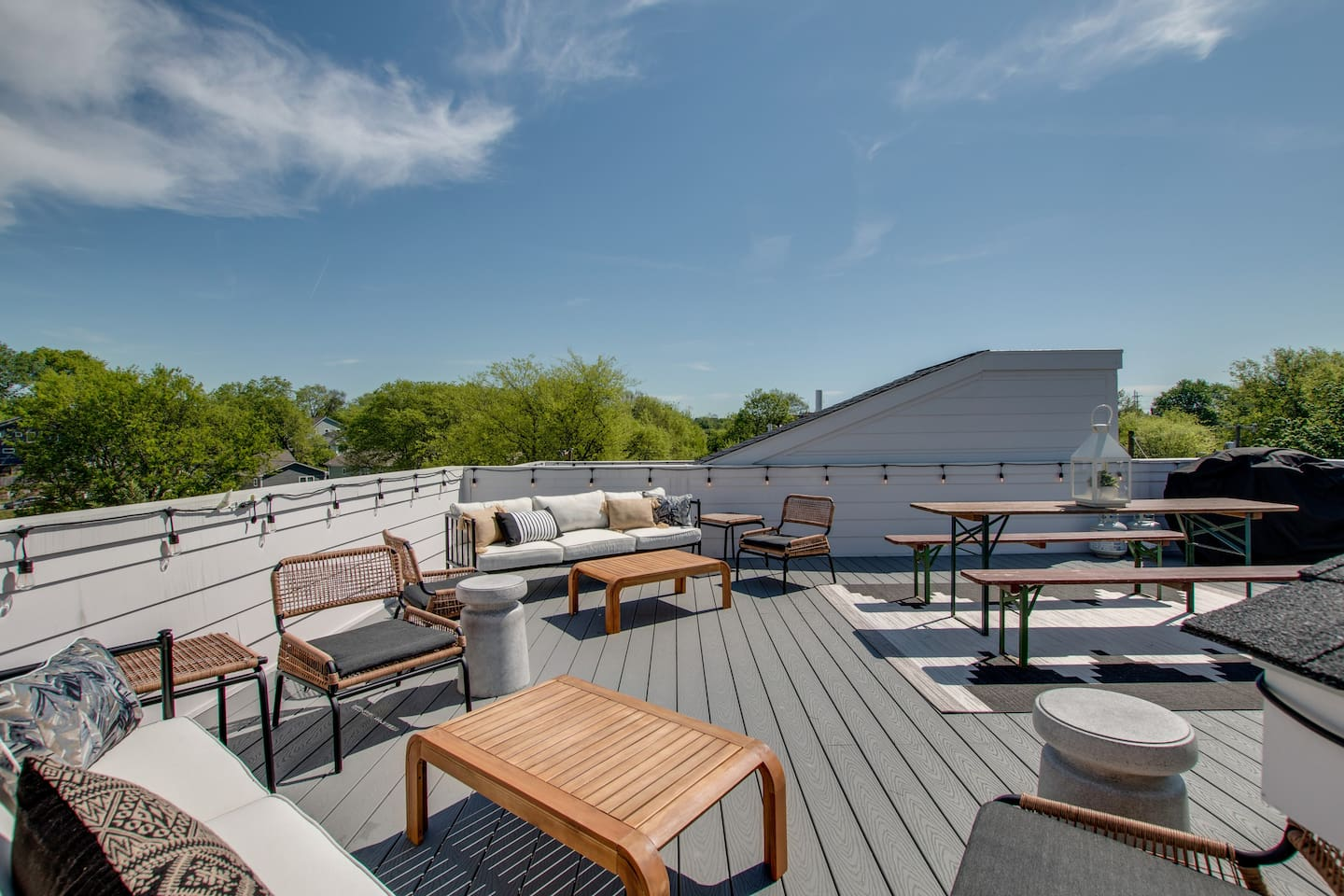 Private Rooftop Deck★ Welcome to the Bohemian Boutique Nashville! ★ 3 Master Suites ★ 3.5 Bathrooms ★ Full Rooftop Deck ★ Walking Distance to 5 points East Nashville!