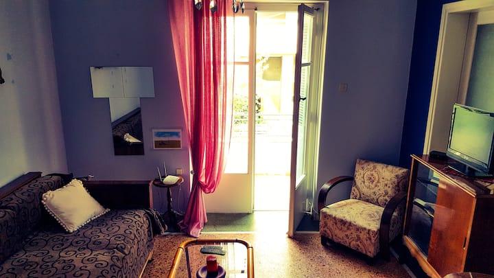 Cozy vintage room in Athens