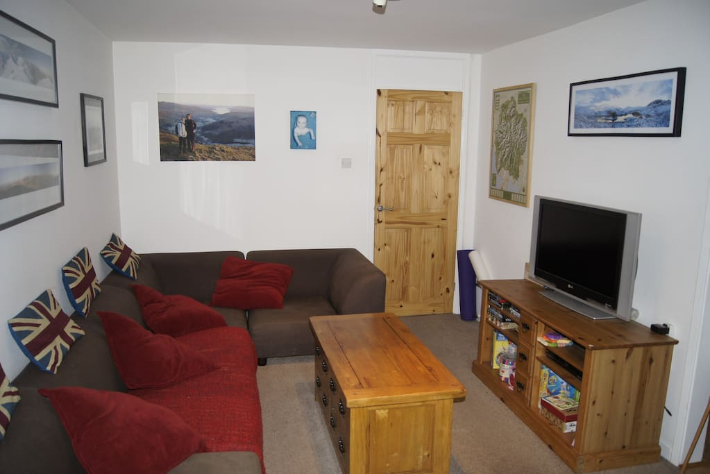 Living room - TV with cable channels, plus DVDs available.