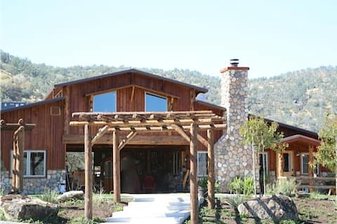 Gorgeous 2bd Bunk House Barn Apt. in Springville