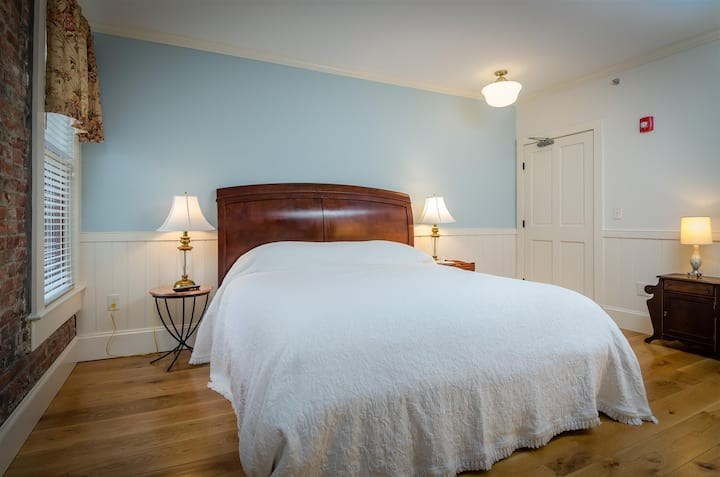 1867 Parkview Inn Boutique Hotel - Handicap Accessible Room