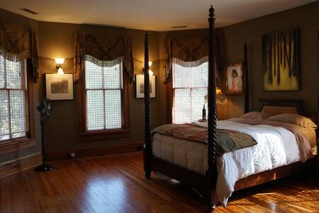 The Blakeney House ~ A Master Sweet Retreat - Charlotte