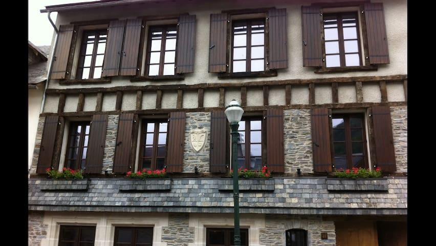 Ch. d'hôtes au centre du Village ! - Saint-Lary-Soulan - ที่พักพร้อมอาหารเช้า