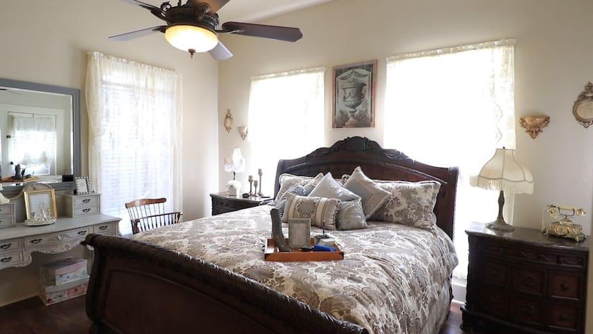 Bridget's Bed and Breakfast ~ King Alexander Room