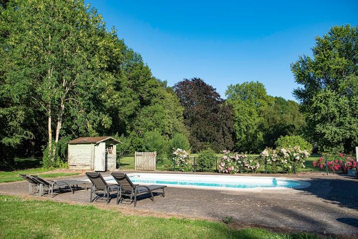 Grand gîte confortable 12p avec tennis et piscine