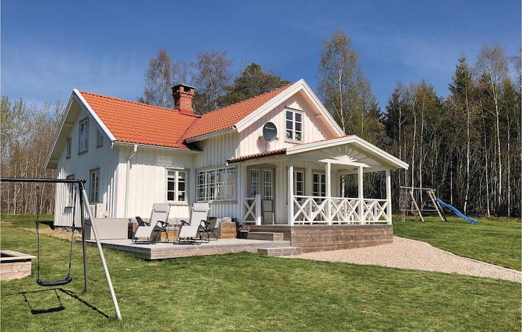 Holiday cottage with 3 bedrooms on 115m² in Sollebrunn