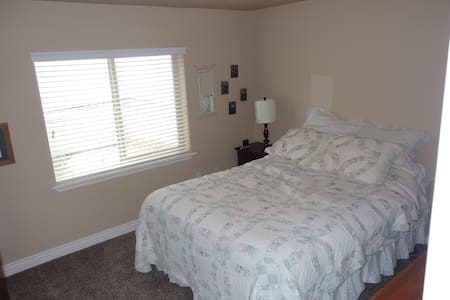 Private room, bath & kitchenette - South Jordan - Ev