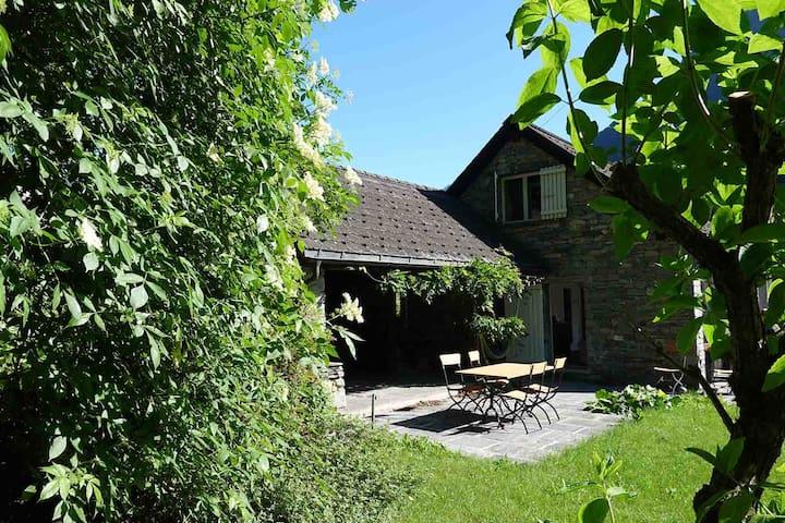 Ferienhaus mit Gartensitzplatz im Blenio-Tal