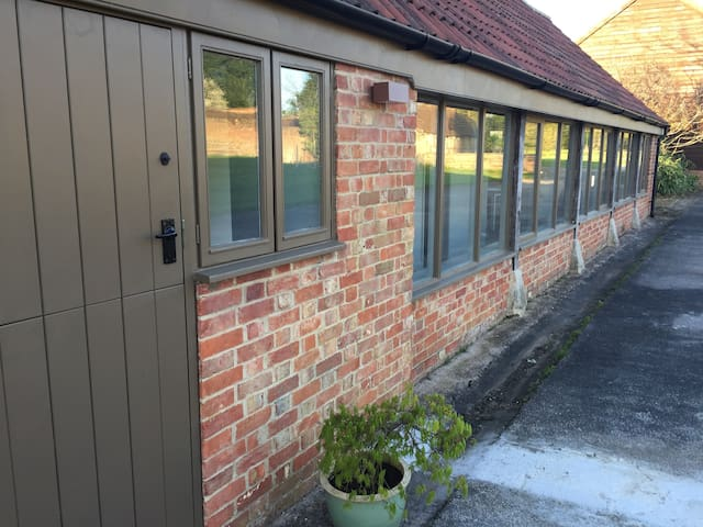 The Barn @ Wiltshire - Gorgeous Two Bed Conversion - Wiltshire - Dom