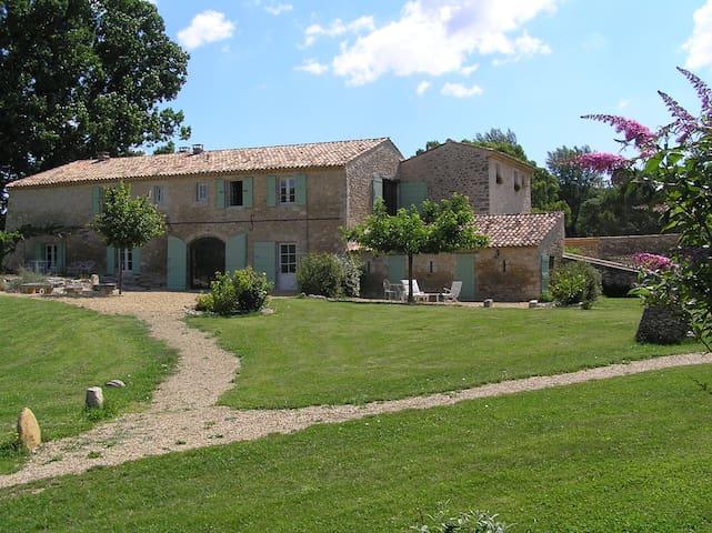 Gîte de charme avec piscine dans un mas provençal - Céreste - Appartement
