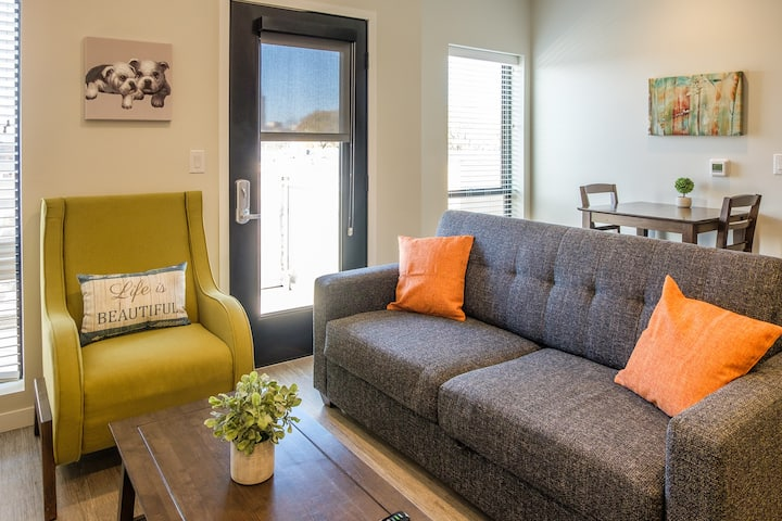 Signature 2BR Apt in Capitol View South