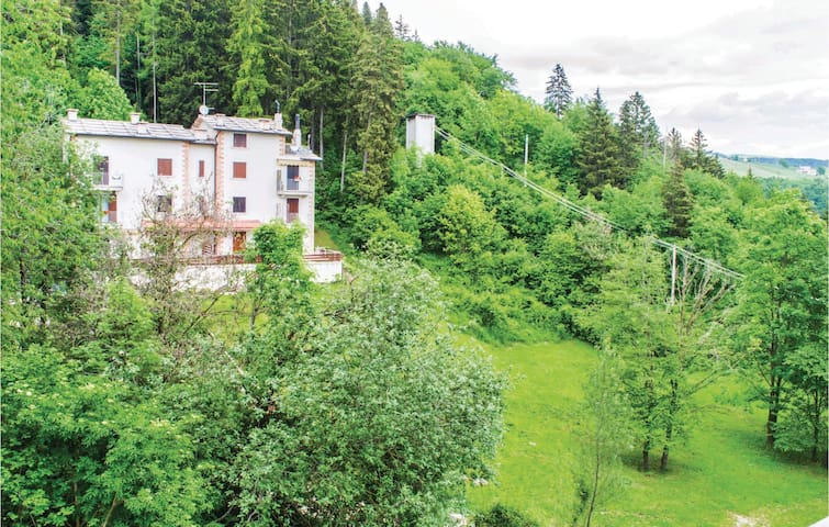 Holiday apartment with 2 bedrooms on 45m² in Bosco Chiesanuova (VR)