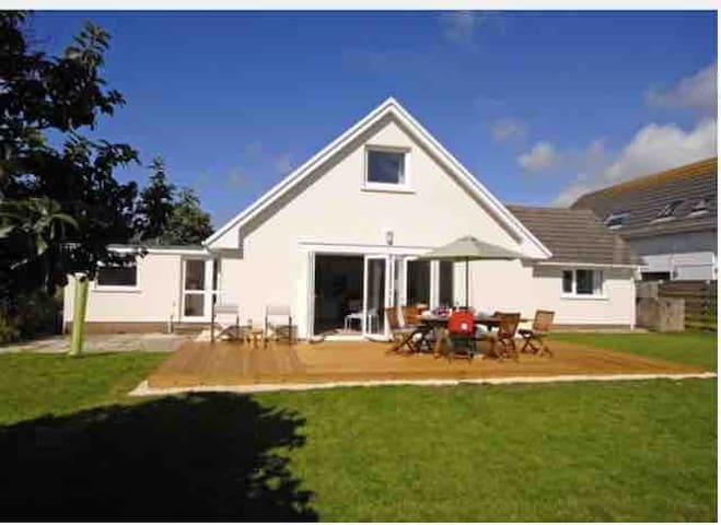 SUNNY HAVEN ~ A perfect St Davids holiday retreat