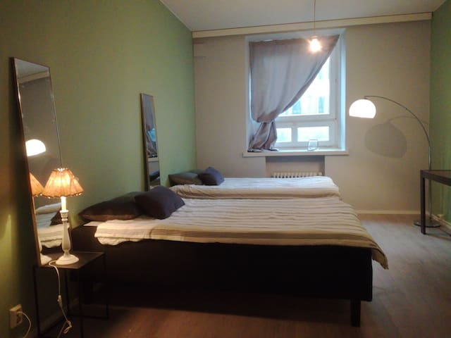 Huone keskustassa/ room straight in city center