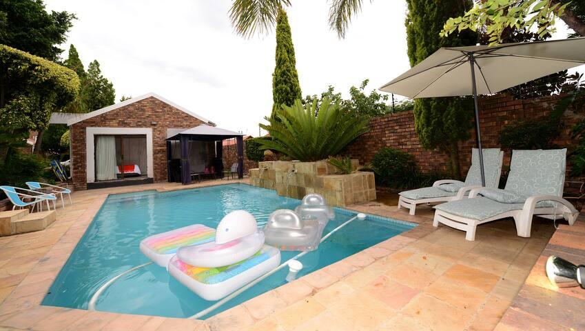Cottage pool house at Corgi