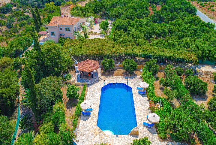 Athina Finiki: Private pool, lovely views, A/C