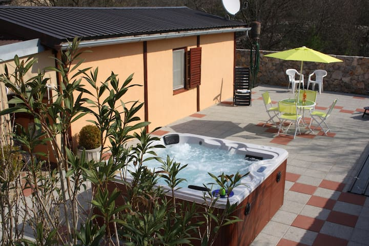 Countryside  Bungalow Milka with Jacuzzi