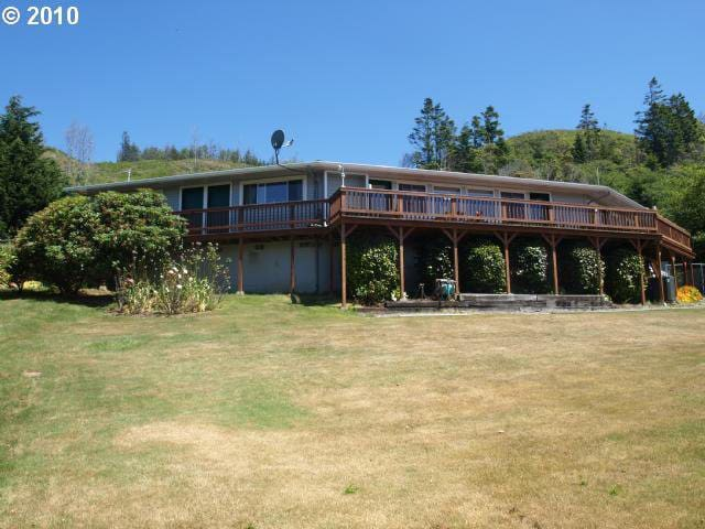 The Hillside Retreat~ A Secluded Gold Beach Escape