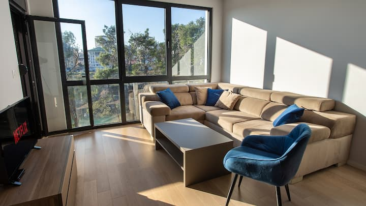 LINA - PG,  Cozy Riverview Getaway Apartment