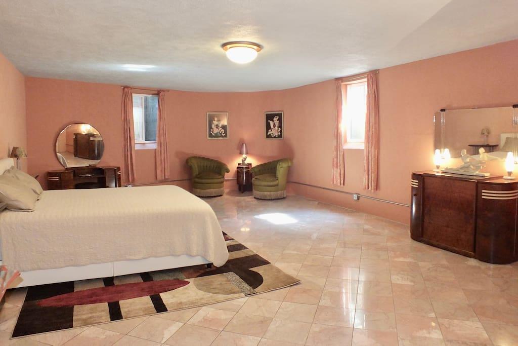 Stunning art deco bedroom 26' x 17' w/ marble floor