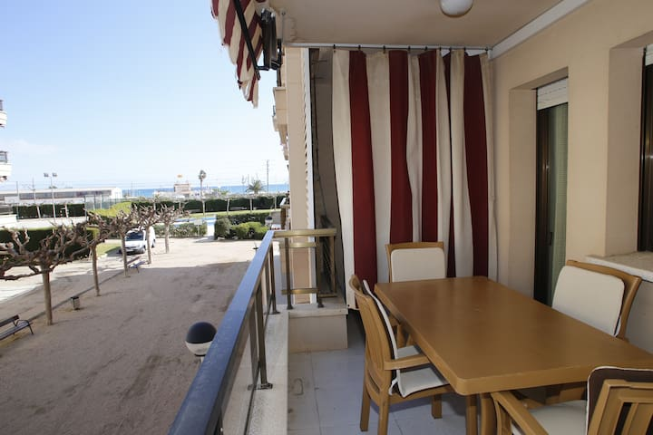 Apartment with 2 pools and sports area, 250m beach - Torredembarra - Appartement en résidence