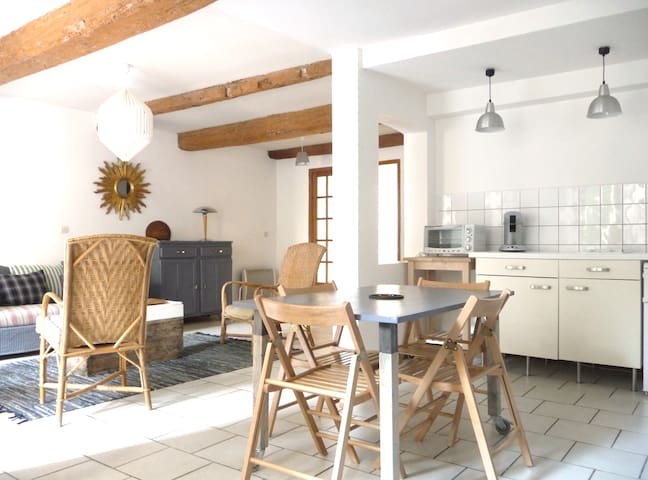 Central Apartment with Private Courtyard - Carcassonne - Apartamento
