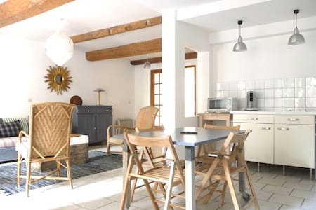 Spacious Central Apartment with Private Courtyard - Carcassonne - Wohnung