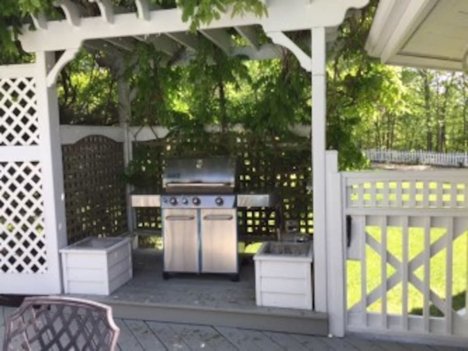 gas BBQ with propane tanks hooked up and ready to use. Enjoy dining outside  table/chairs
