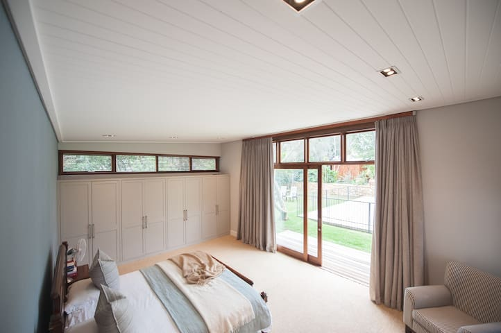 Main Bedroom with King Size Bed and En-Suite