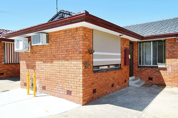 Cozy & comfy unit, close to public transport - Fawkner - Daire