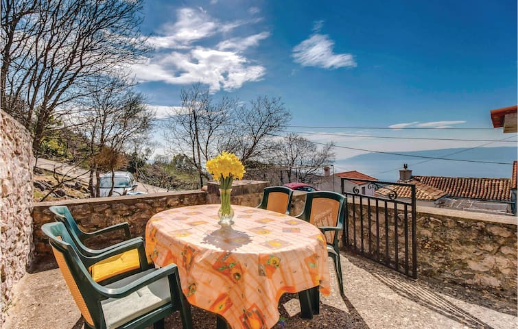 Holiday cottage with 3 bedrooms on 335m² in Dragozetici