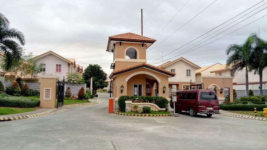 Staycation in 3Bedroom 2 bath house - Bacoor - Maison