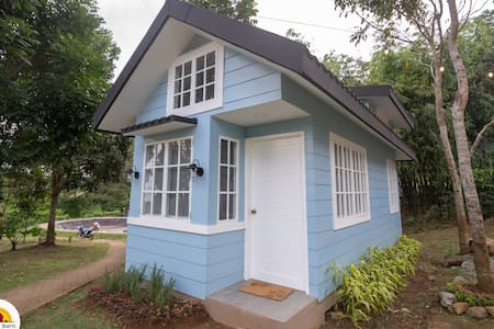 Tiny House at The Red Barn (Blue)