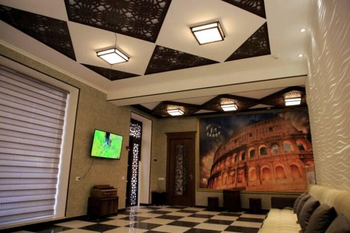 Mehmon Saroy Hotel