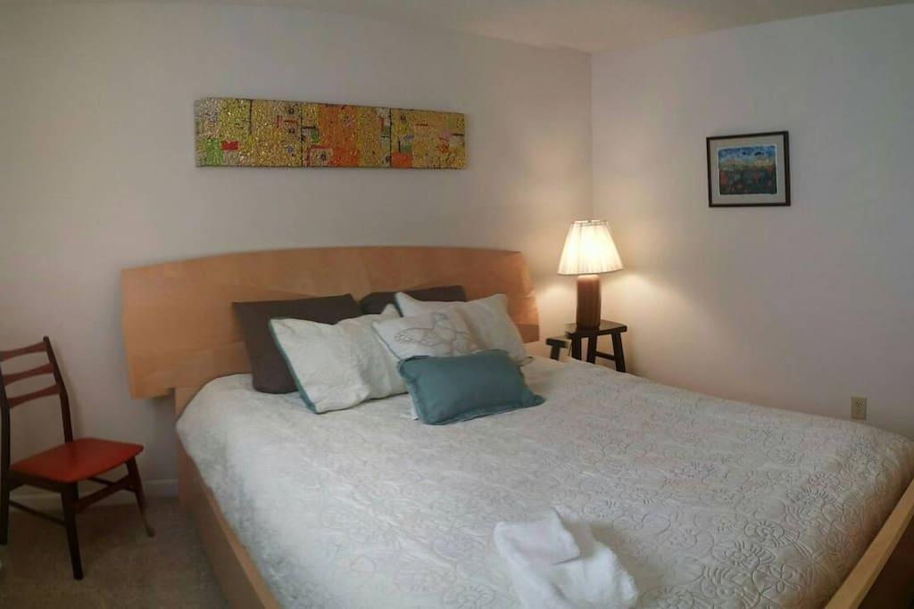 Dania Room - Queen size bed