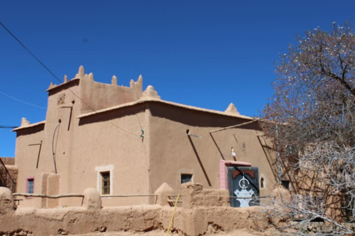 Boumalne Dades Ecolodge Amskou in a Familly