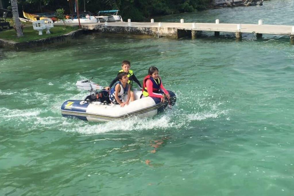 Los niños saliendo a navegar