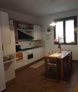 Grazioso appartamento su due piani - Zona Industriale Quaderna
