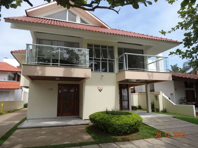 Great house close to the beach and Open Shopping - Florianopolis - Leilighet