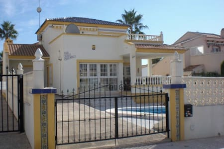 32.Spacious Detached Villa, Playa Flamenca, Alicante, Costa Blanca, Spain - 3 Bed - Sleeps 6 - Playa Flamenca - วิลล่า